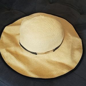 Calvin Klein straw foldup beach hat